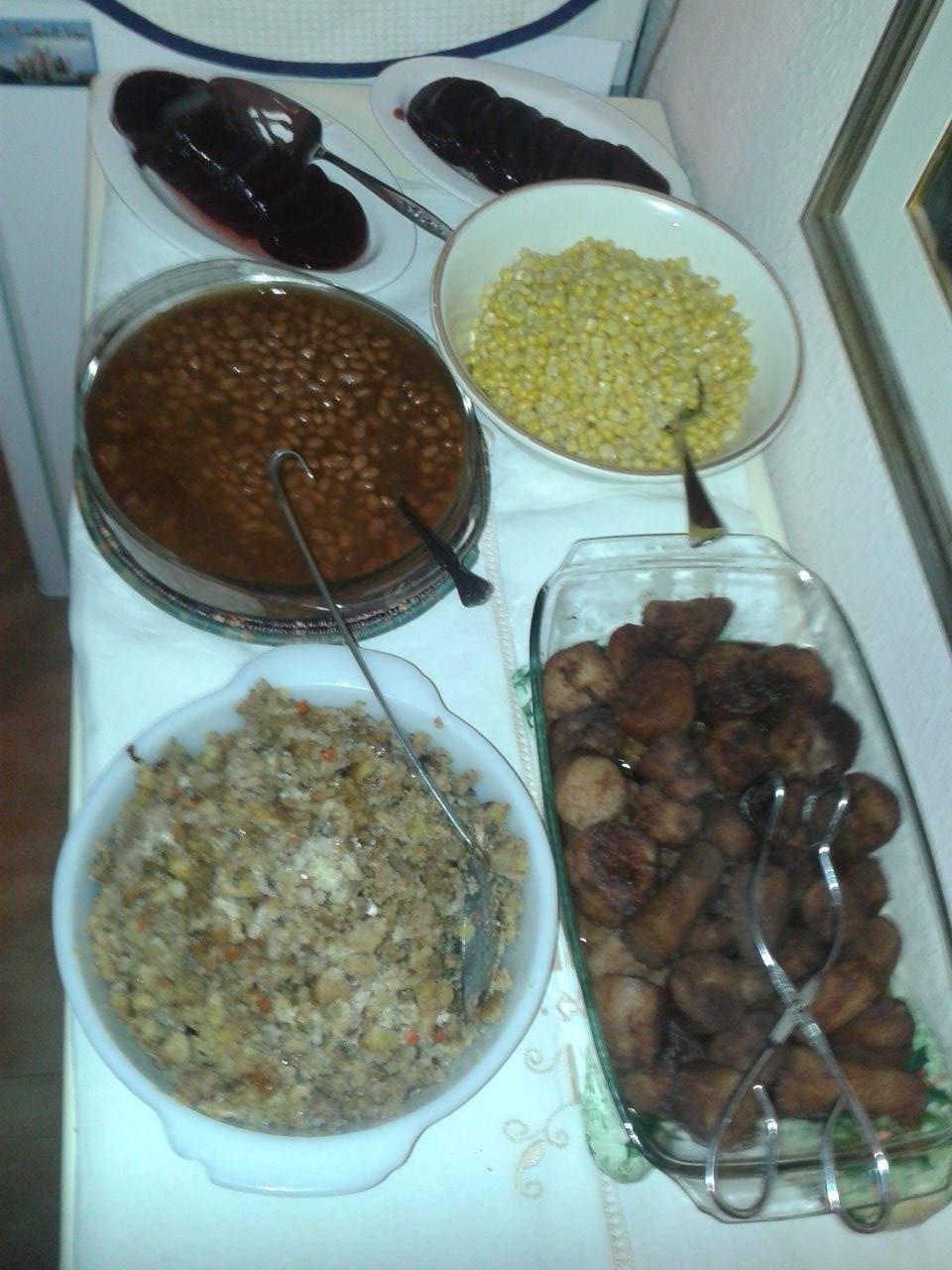 cranberry-sauce-corn-beans-yams-stuffing